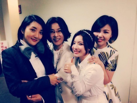 lee sun hee  bada  ben  and ali take a picture on the set of  u201cimmortal song u201d
