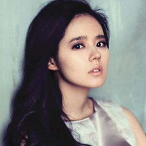han ga in-dark makeup