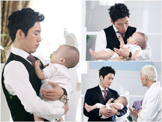 2014.08.17_jang hyuk with a baby