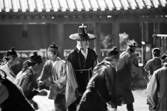 jung il woo_the night watchman (2)