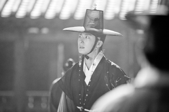 jung il woo_the night watchman (3)