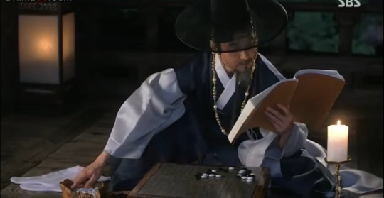 Ep 3 - 18 - The king is playing go when Park Moon Soo goes to meet him