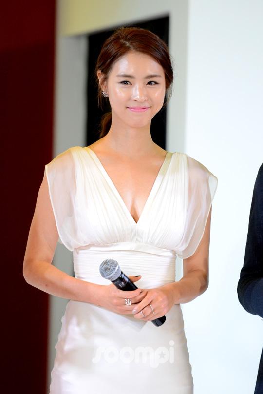 Lee Yeon Hee_K_7643