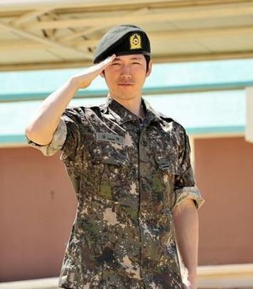 jang-hyuk-real-men.jpg