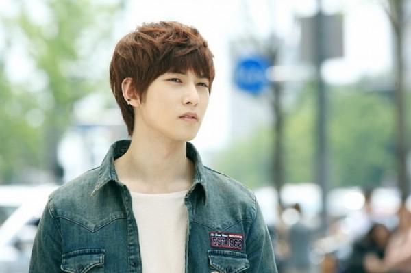"Lee Jonghyun News: CNBLUE's Jonghyun Also In Talks To Star In ""Orange"