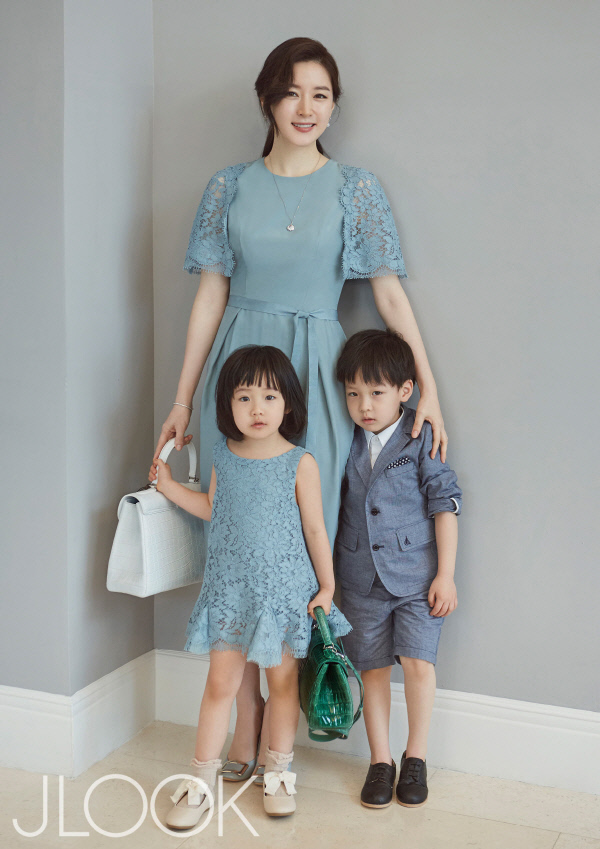 Lee Young Ae Poses with Her Adorable Twins in Pictorial ... I Am Sam Korean Drama