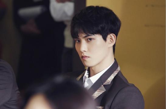 "CNBLUE's Lee Jong Hyun Nails The Vampire Look In ""Orange"
