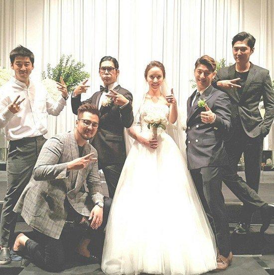 god yoo jae suk kim jong kook and others celebrate at