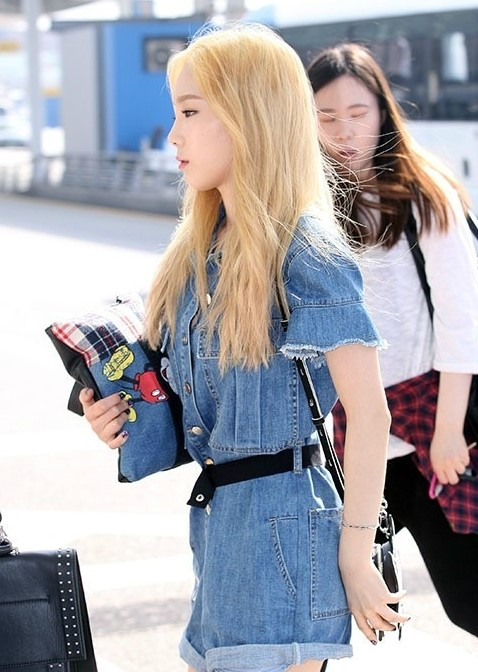 taeyeon airport denim 2
