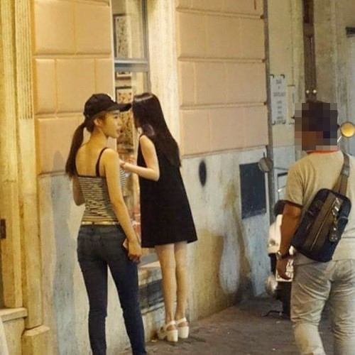 Iu And Yoo In Na Spotted Vacationing In Rome Soompi