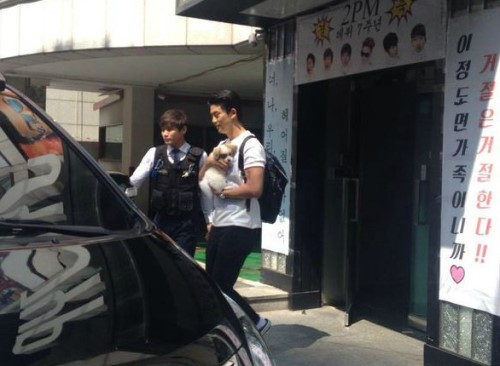 taecyeon adopts a puppy