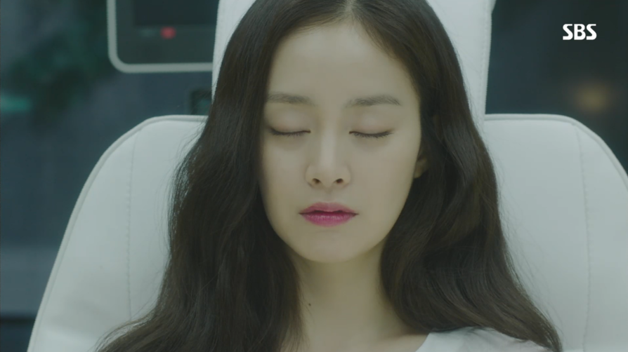 "Stunning Makeup Looks From ""Yong Pal"" 