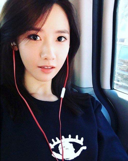 solo girl selfie
