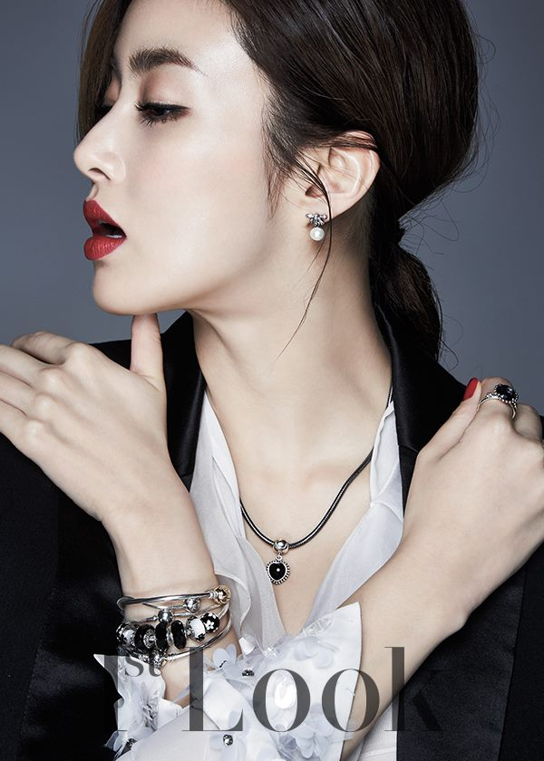 Kang Sora Is A Holiday Party Queen For 1st Look Soompi