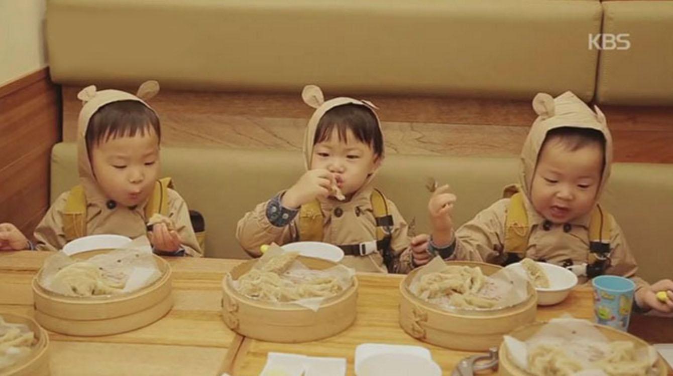 superman triplets eating