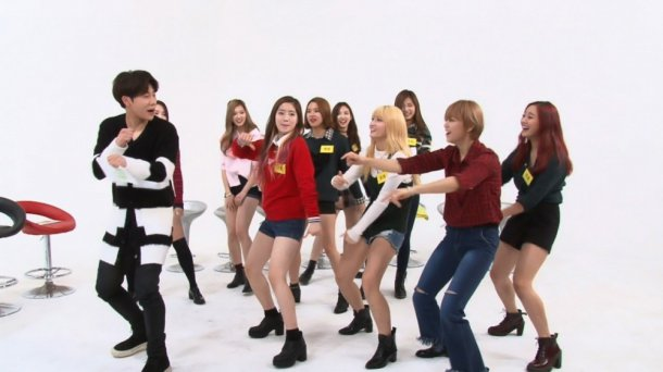 "TWICE Dances to INFINITE's ""Bad"" With Sunggyu on ""Weekly ..."