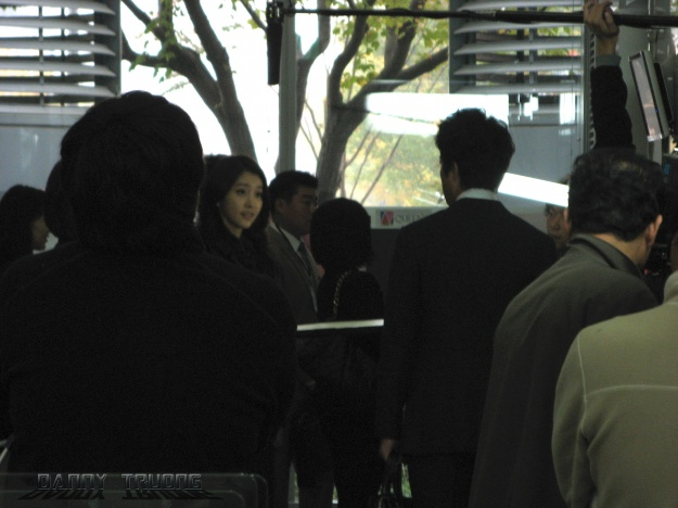 Lee Si Young filming @ MBC dream center
