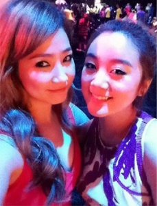 Ye Eun and Hyerim of the Wonder Girls