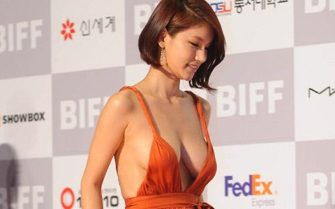 Is Actress Bae So Eun's Revealing Dress Going to Make Her ...